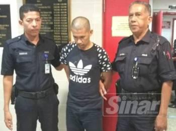 Tertuduh, Mohd Nor'Azmi mengaku mencuri RM50 di dalam sebuah kereta yang diletakkan di hadapan Pejabat Daerah dan Tanah Kuala Terengganu ketika dihadapkan di Mahkamah Majistret Kuala Terengganu hari ini.