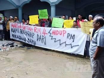 Rata-rata penoreh getah di Padang Terap mengharapkan nilai getah dapat ditingkatkan sehingga RM4 sekilogram.