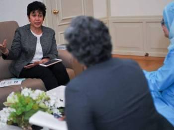 Nor Shamsiah ketika sesi temu bual bersama wartawan Bernama di pejabatnya Bank Negara Malaysia baru-baru ini. - Foto BERNAMA