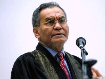 Dzulkefli berucap merasmikan Mesyuarat Kementerian Kesihatan dan Akademi Perubatan Malaysia' kali ke-13 di Institut Kesihatan Malaysia (NIH), di sini hari ini. - Foto: BERNAMA