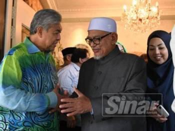 Ahmad Zahid menerima kunjungan Abdul Hadi di kediamannya hari ini.