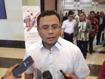 Amirudin menjawab soalan pemberita selepas Majlis Temu Rapat Naib Canselor dan Pengurusan Kanan IPT bersama Menteri Besar Selangor di SACC malam ini.