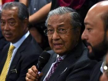 Perdana Menteri yang juga Pengerusi Parti Pribumi Bersatu Malaysia (Bersatu), Tun Dr Mahathir Mohamad pada sidang media selepas mempengerusikan Mesyuarat Majlis Pimpinan Tertinggi Bersatu di Yayasan Kepimpinan Perdana hari ini. Foto: Bernama