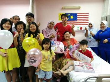 Keluarga Choon Siang turut melawat Sin Yan yang lahir pada tarikh keramat, 31 Ogos hari ini.