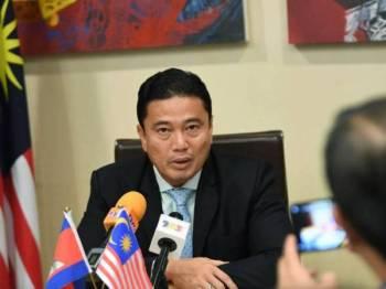 Eldeen pada sidang media bersama wartawan Malaysia hari ini sempena lawatan rasmi Perdana Menteri Tun Dr Mahathir Mohamad ke Phnom Penh, kemboja selama tiga hari bermula esok. - Foto: BERNAMA