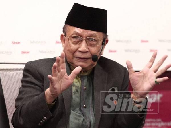 Pakar Perlembagaan, Tan Sri Dr Rais Yatim bercakap pada Wacana Sinar 'Perpaduan Kaum Di Malaysia: Makin Kukuh atau Makin Jauh?'. - Foto oleh Sinar Harian/ZAHID IZZANI