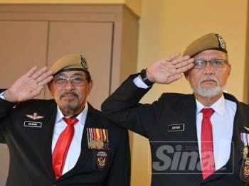Shamsudin (kiri) dan Sakrani akan terus mempertahankan kedaulatan negara hingga hujung nyawa.