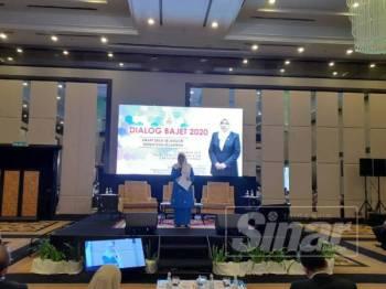 Rodziah ketika Dialog Bajet 2020 Smart Desa Selangor: Bersih dan Sejahtera di Hotel Concorde tadi.