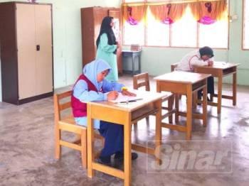 Dua calon SK Tanjong Jawa menduduki UPSR yang bermula di sini hari ini.