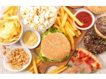 Gara-gara mengamalkan tabiat pengambilan makanan ringan selama bertahun-tahun, seorang remaja di England dilaporkan hilang pendengaran dan penglihatan.