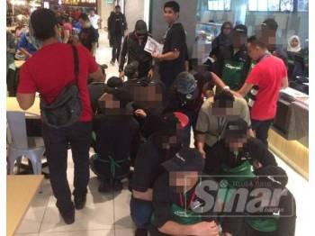 Antara warga asing yang ditahan dalam Ops Selera di medan selera sebuah pusat beli-belah di Jalan Tuanku Abdul Rahman, Kuala Lumpur, semalam.