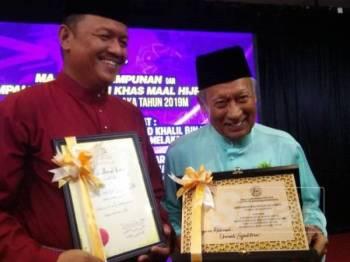 Abu Talib (kanan) gembira dan terharu dipilih sebagai Tokoh Maal Hijrah Melaka pada tahun ini.