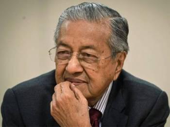 Perdana Menteri Tun Dr Mahathir Mohamad ketika mendengar pertanyaan daripada pengurusan Ritsumeikan di Sekolah Rendah Ritsumeikan sempena lawatan kerja ke Kyoto hari ini. - Foto BERNAMA