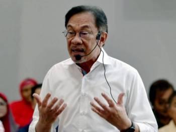 Anwar menegaskan penggunaan konotasi perkauman tidak sihat dalam negara majmuk seperti Malaysia.