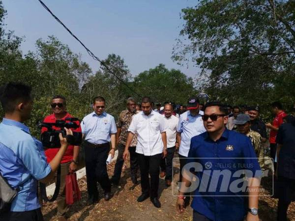 Sahruddin meninjau jambatan Kampung Sepah Beruang di Benut yang runtuh dua tahun lalu.