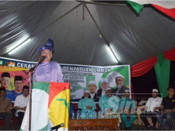 Najib ketika berucap dalam Ceramah Umum Penyatuan Ummah di Kampung Parit Kassan, Bukit Gambir, Tangkak malam tadi.