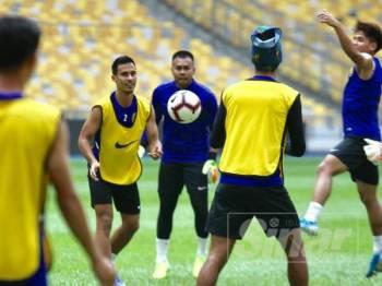 Pemain Harimau Malaysia jalani latihan bagi mempersiapkan diri bagi menghadapi Perlawanan Kelayakan Piala Dunia 2022 antara Malaysia menentang UAE. FOTO:ZAHID IZZANI