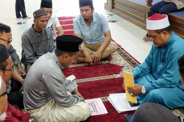 WALI dan pasangan yang hendak berkahwin perlu mencapai satu kata sepakat agar matlamat utama perkahwinan tercapai. -Gambar hiasan