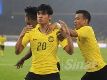 Aksi pada perlawanan pusingan kedua Kelayakan Piala Dunia 2022/Piala Asia 2030 antara Malaysia dan Emiriyah Arab Bersatu (UAE) di Stadium Nasional Bukit Jalil malam ini. - Foto ZAHID IZZANI