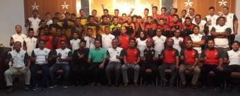 Dr Ismail (barisan depan; duduk, tengah) bersama semua pegawai dan pemain PERR Kedah selepas majlis pelancaran di sebuah hotel malam kelmarin.