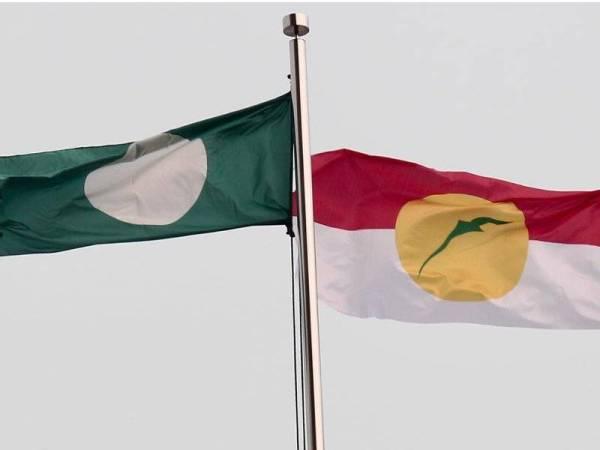 Sejarah tercipta apabila bendera Pas berkibar bersama bendera UMNO di PWTC.