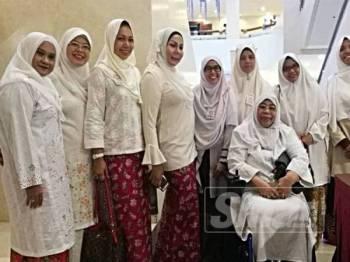 Rokiah (berkerusi roda) ketika hadir ke Himpunan Penyatuan Ummah (HPU) yang berlangsung di Pusat Dagangan Dunia Putra (PWTC) di sini hari ini.
