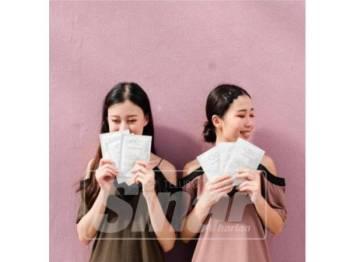 CS12 Miracle Mask yang menggunakan kain sutera tiga lapisan mengandungi ekstrak bunga-bungaan dan vitamin B3 bagi mengurangkan antikeradangan kulit wajah sensitif.