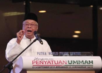Ismail Sabri ketika ceramah perdana pada Himpunan Penyatuan Ummah (HPU914) di PWTC malam tadi. - Foto Zahid Izzani