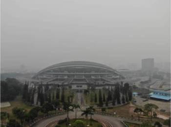 Keadaan berjerebu di sekitar Stadium Shah Alam hari ini. - Foto Delta 4 Shah Alam