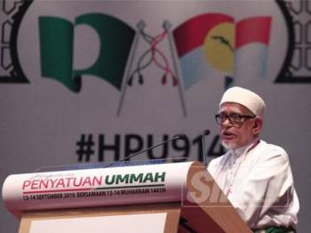 Presiden Pas, Datuk Seri Abdul Hadi Awang berucap pada Himpunan Penyatuan Ummah di Pusat Dagangan Dunia Putra (PWTC) di sini hari ini.- Foto SHARIFUDIN ABDUL RAHIM