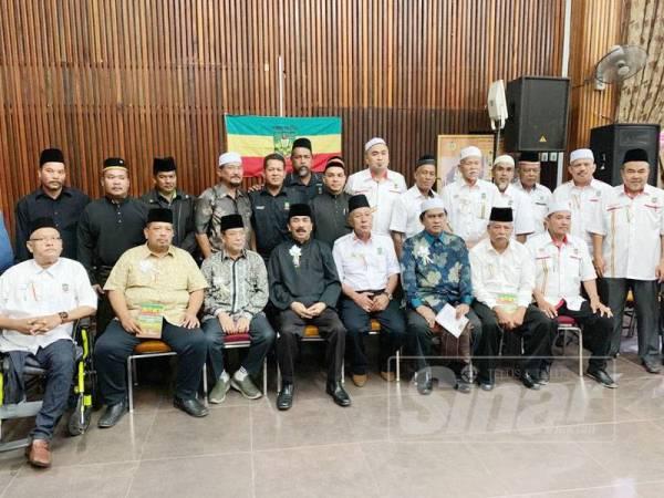 Ramli (empat, kiri, duduk) bergambar kenangan bersama kepimpinan PEKIDA yang hadir pada majlis tersebut.