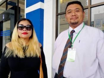 Kak Syena ditemani peguam hadir ke IPD Dang Wangi bagi memberi keterangan berhubung kejadian tersebut.