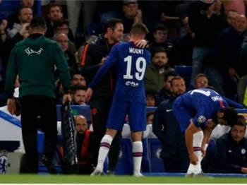 Lampard melihat situasi pemainnya, Mason Mount yang mengalami kecederaan ketika aksi menentang Valencia di Stamford Bridge awal pagi tadi.