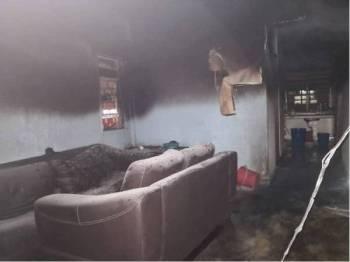 Unit terjejas dalam kebakaran di Pangsapuri Taman Miharja Jalan Loke Yew hari ini. - Foto JBPM KL