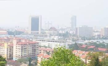 Pemandangan di bandar Kuala Terengganu yang mencatatkan bacaan IPU 126 dan berada pada tahap tidak sihat setakat jam 1 tengah hari tadi.
