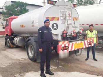 Lori tangki yang digunakan membawa diesel yang dipercayai diseleweng di pelantar ikan Ah Moi, Kuala Kedah, dekat sini.Foto: Ihsan PPM