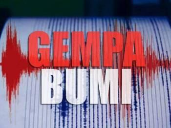 Gempa bumi sederhana berukuran 5.6 pada skala Richter melanda di Java, Indonesia pada jam 3.06 petang tadi.