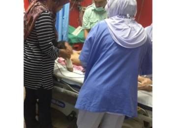 Nor Damia Maisara yang cedera dibawa ke hospital menerima beberapa jahitan pada lengan dan anggota badan lain. - Foto FB Kak Ton Pattani