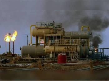 Kejadian serangan ke atas kemudahan minyak Saudi itu menjejaskan separuh keluaran minyak global. -Foto Agensi