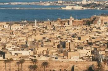 Tentera Libya yang berpangkalan di timur telah melancarkan 30 serangan udara dalam tempoh 48 jam lepas yang menyasarkan tentera kerajaan disokong Pertubuhan Bangsa-Bangsa Bersatu (PBB) di ibu kota Tripoli dan kawasan sekitarnya.