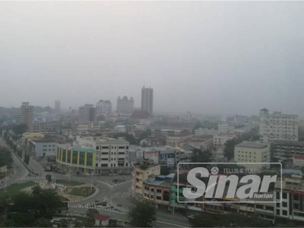 Suasana persekitaran bandar Kuala Terengganu yang dilanda jerebu.