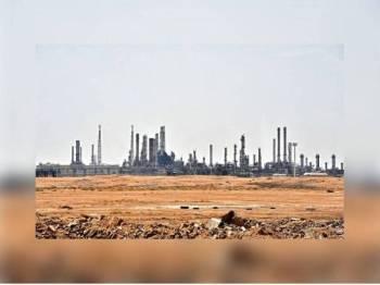 Serangan menyasarkan loji minyak utama di Kharais dilaporkan telah menyebabkan kemusnahan teruk.