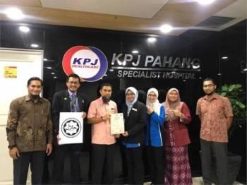 Majlis penyerahan sijil halal kepada unit sajian makanan Total Meal Solution Hospital Pakar KPJ Pahang diadakan Khamis lalu.
