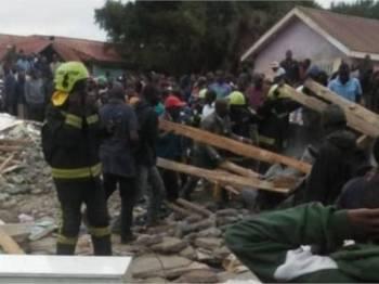 Insiden runtuhan berlaku tidak lama selepas pelajar memasuki kelas.- Foto @teddyeugene/Twitter