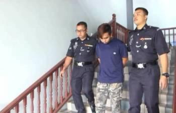 Mohd Nur Aliff Ismail dibawa keluar dari Mahkamah Sesyen Ayer Keroh kerana didakwa merogol remaja berusia 13 tahun dua bulan lalu.