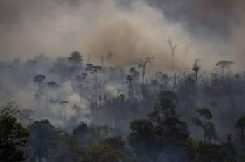 Kepulan asap dilihat selepas hutan di Altamira Brazil terbakar hujung bulan lalu.- Foto: AFP