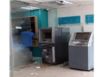 Keadaan mesin ATM di bank berkenaan yang diletupkan dalam kejadian itu