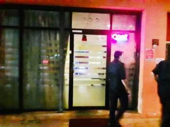 Anggota penguat kuasa MPS semasa menjalankan ops rumah urut dan hotel di Seremban malam tadi. - Foto ihsan MPS