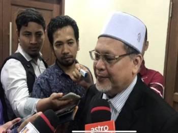 Mohd Amar menjawab soalan pemberita selepas mesyuarat Exco Kerajaan Negeri hari ini.