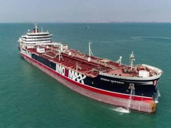 Kapal Stena Impero berlepas dari Pelabuhan Bandar Abbas di selatan Iran menuju perairan antarabangsa semalam. - Foto AFP